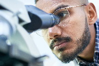 male_student_at_scope